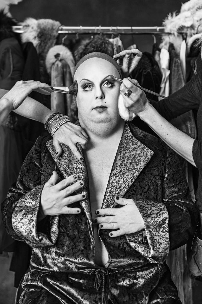 Divan, från Ikoner - en utställning om att få finnas, ett samarbete mellan Fotografiska och Glada Hudik-teatern. Foto: Emma Svensson.